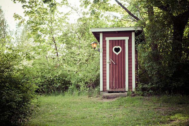 dry-toilet-1411204_640