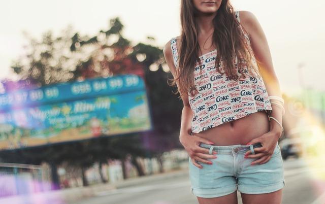girl-414378_640