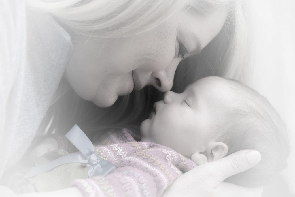 newborn-baby-mother-adorable-38535